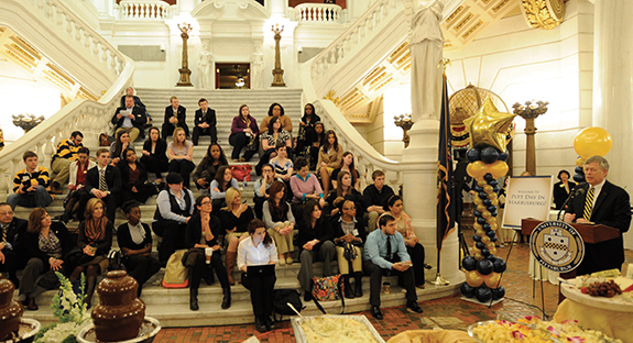 Pitt Chancellor Mark A. Nordenberg addresses a group of Pitt students, alumni, and friends in the Capitol rotunda in Harrisburg.