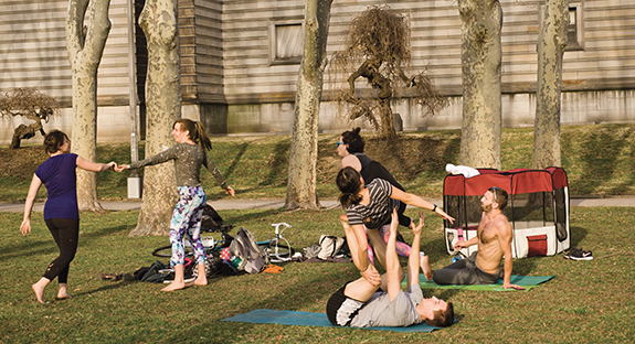 Last week's warm weather was a harbinger of spring, spurring many in the Pitt and Oakland communities to toss their coats and play outside. Bare feet, shorts, and capris made their debut, as did a springtime sense of hope that winter has finally passed. (Photo by Emily O'Donnell)