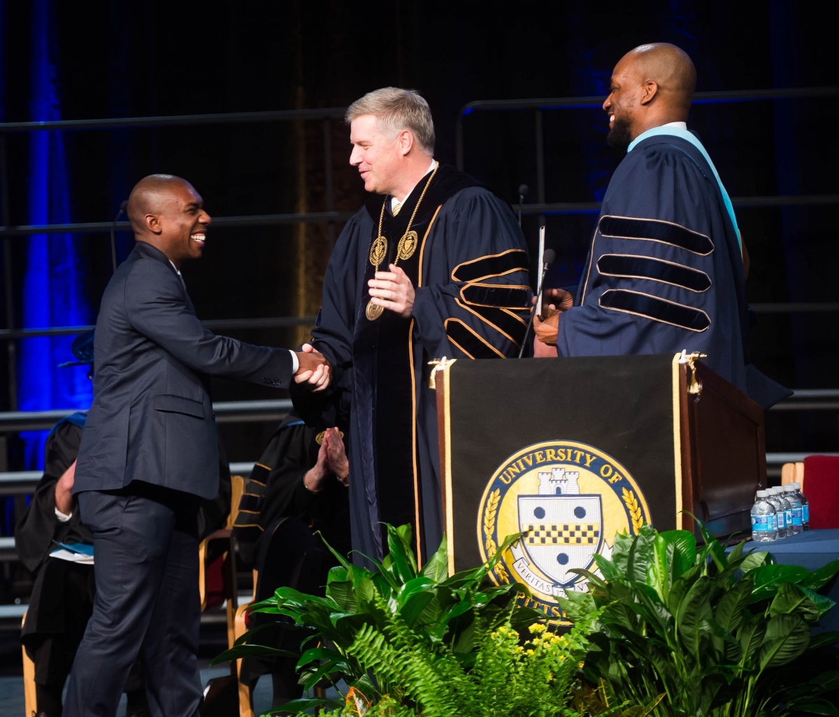 Robinson accepts the Omnicron Delta Kappa Senior of the Year Award from Chancellor Patrick Gallagher.